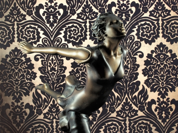 Chroma keying - Art Deco Figurine and background 4